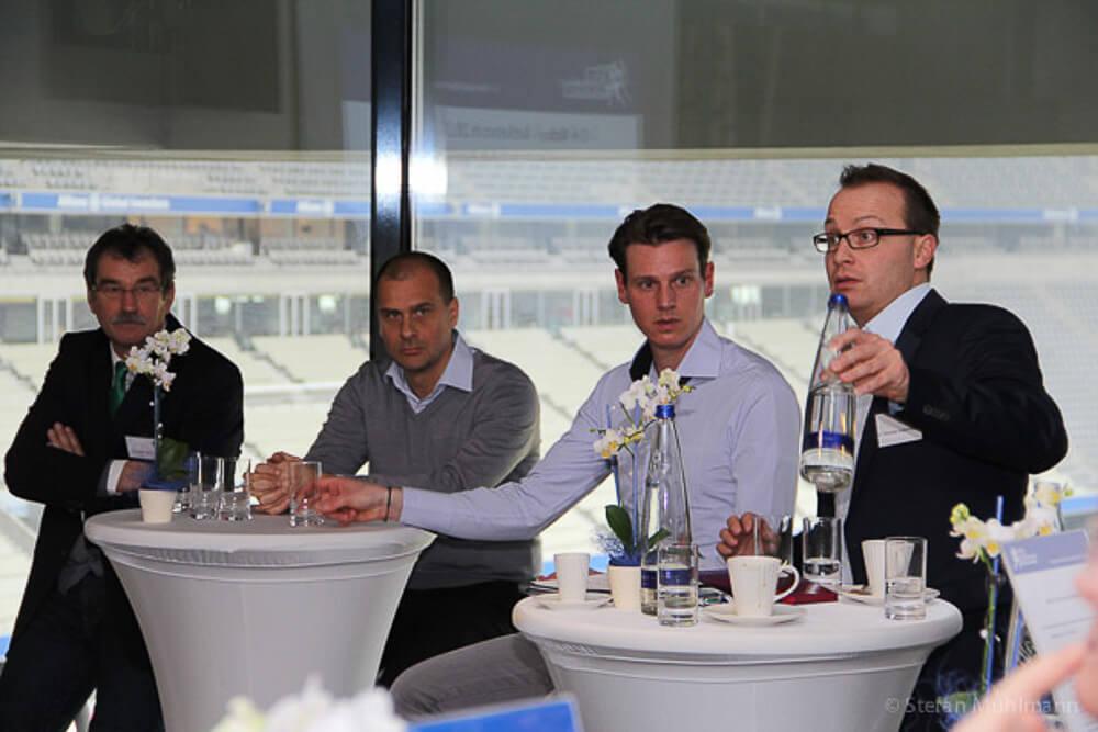 """Klaus Filbry und Tim Borowski bei der Veranstaltung """"Sports meets Management"""""""
