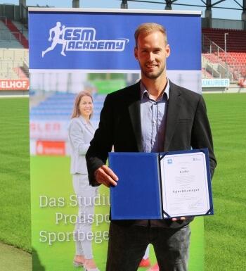 Marco Knaller hat sein Sportmanagement Studium erfolgreich abgeschlossen.