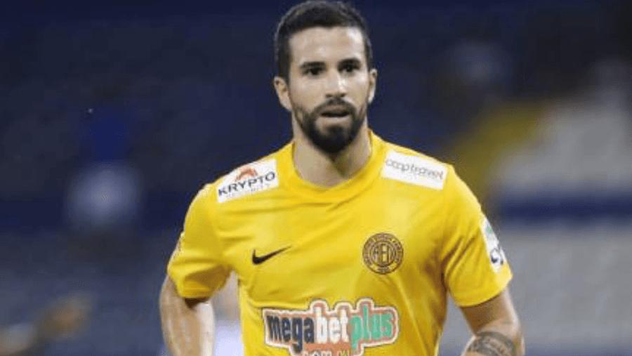 Nils Teixeira, auf Zypern Fußballprofi - in Deutschland Student
