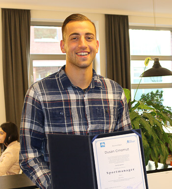 Dusan Crnomut ist Sportmanager.